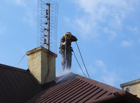 5 reasons to prioritize roof cleaning and maintenance - Reasons get roof cleaned ...